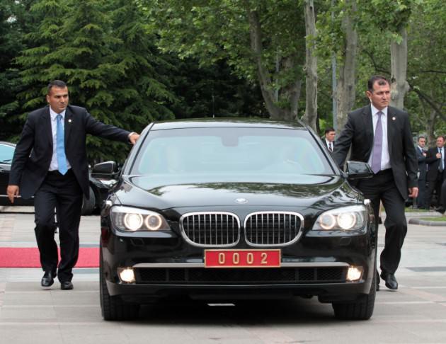 Başbakan ın merak edilen zırhlı otomobili