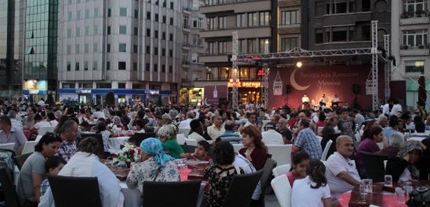 Beyoğlu'nda iftar alanı değişti