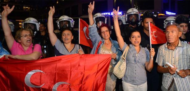 Habertürk gazetesi önünde protesto!