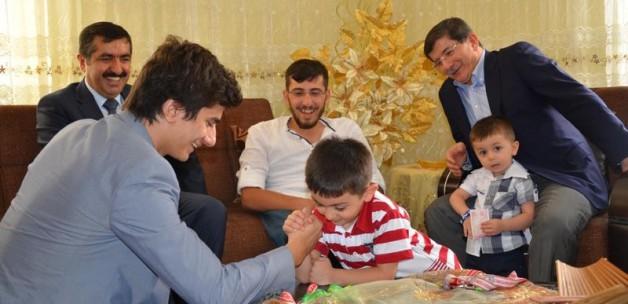 Ahmet Davutoğlu'na çocuklarından sitem