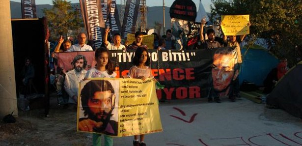 Salih Mirzabeyoğlu için siyah çelenk bıraktılar