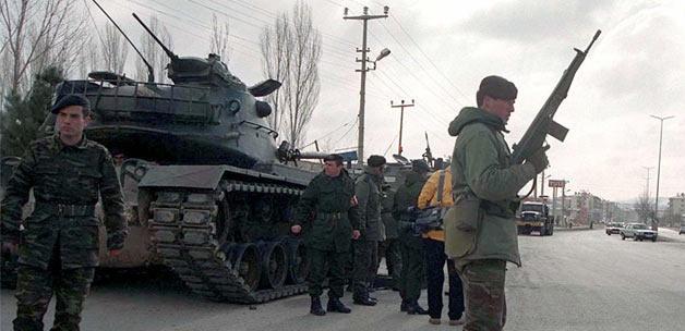 turkiye askeri darbe tuzagina mi itiliyor13881301670 h1110108 - Türkiye askeri darbe tuzağına mı itiliyor?